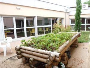 Grand jardinou dans espace securise